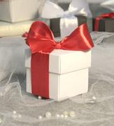 Коробочки для подарков Белая в красном